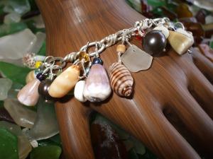 Hawaiian shell charm bracelet