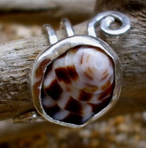 Hawaiian Puka shell ring
